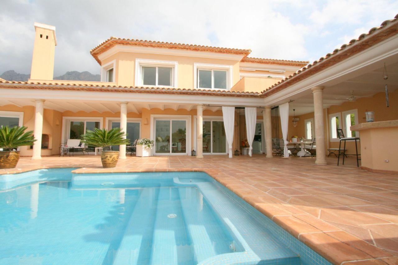 Luxusvilla mit privatem Zugang zum Golfplatz – Don Cayo Altea