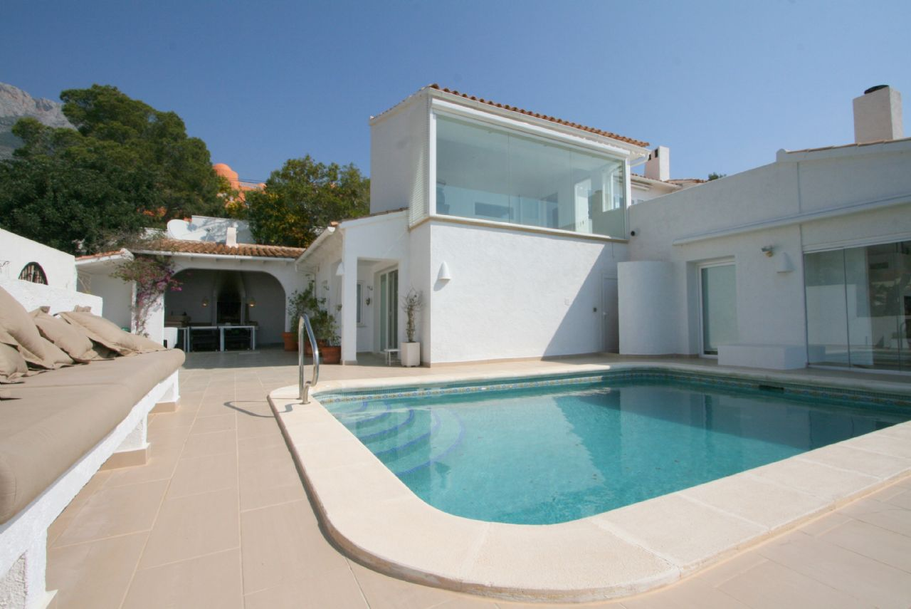 Luxusvilla mit atemberaubendem Panoramablick zu verkaufen