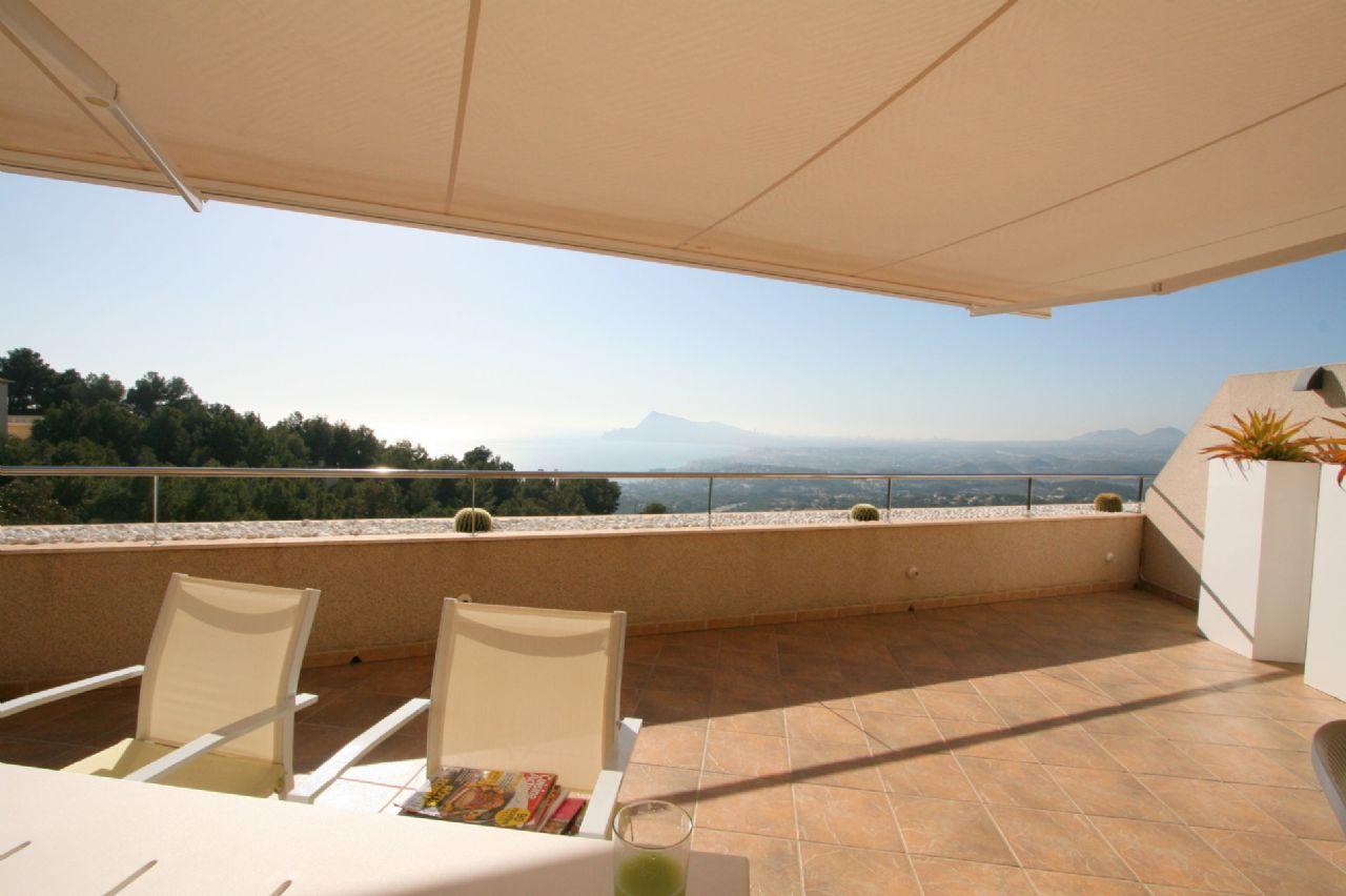 Moderne Luxus-Wohnung mit Panorama-Meerblick zu verkaufen