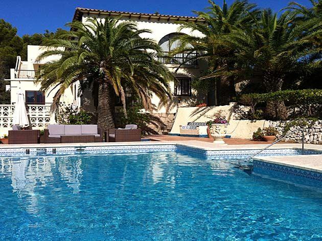 Villa zu verkaufen in der Nähe von Golf Don Cayo in Altea Costa Blanca