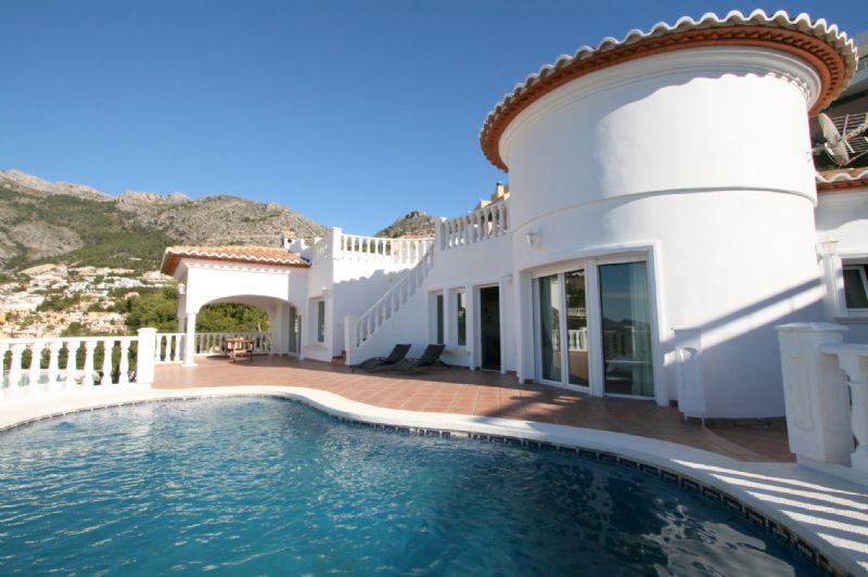 Luxus Villa mit Panorma Meer – und Bergblick