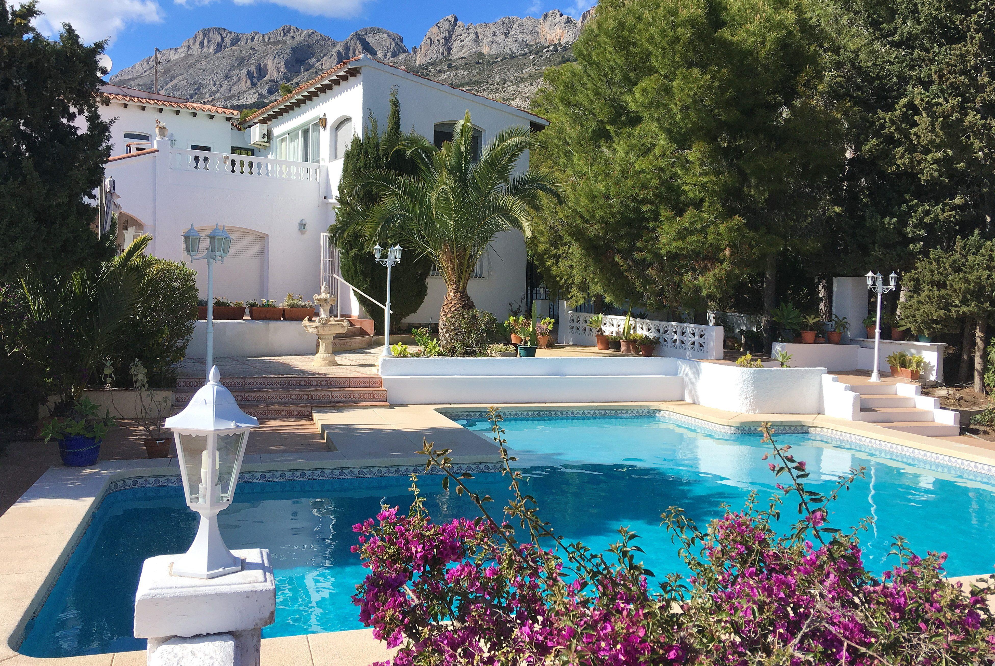 Newly renovated villa for rent in Altea La Vieja – Alicante
