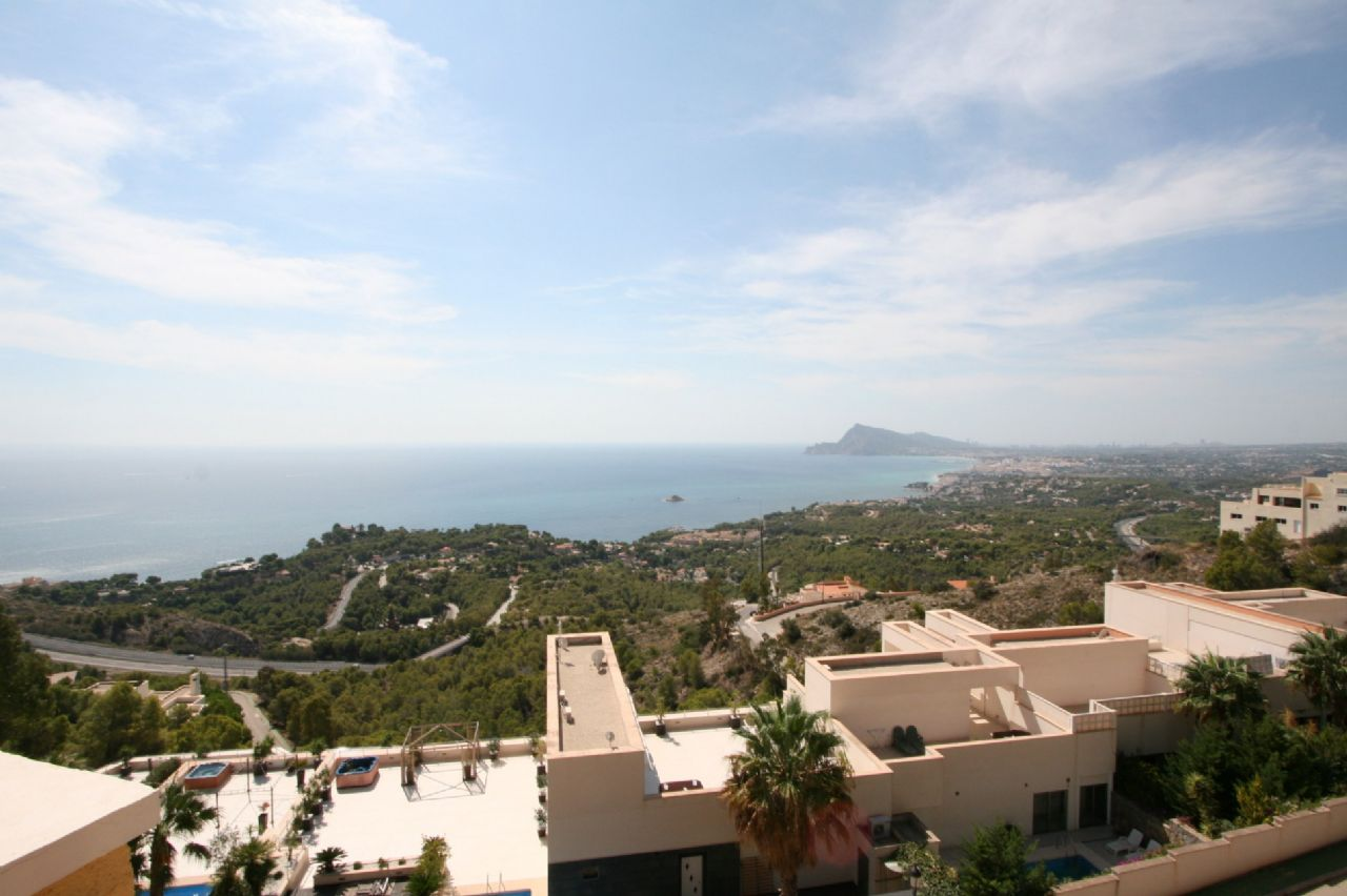 Spectacular bungalow with seaviews in Altea for sale