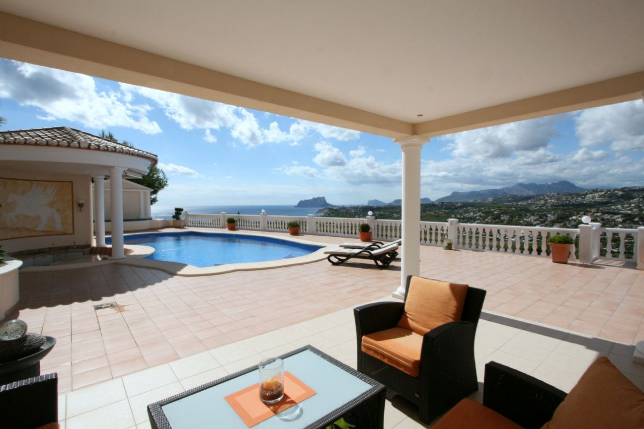 Exclusive luxury villa with panoramic views in Moraira for sale