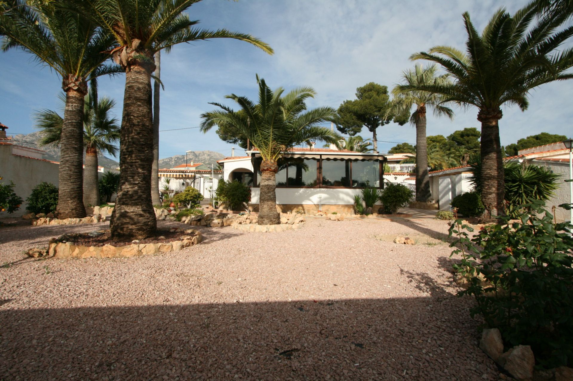 Charmante kleine Villa mit guter Anbindung in La Nucia zu verkaufen