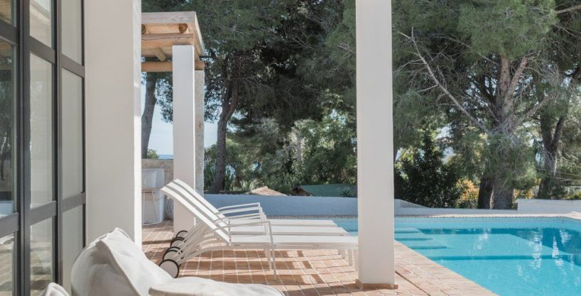 Villa Ibiza Style with pool in exclusive location in Altea for sale