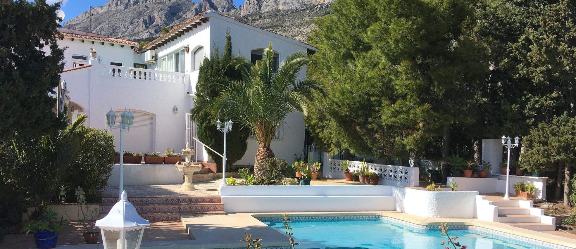 Villa recientemente renovada en alquiler en Altea La Vieja – Alicante